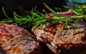طريقة تحضير ستيك لحم بافضل 4 وصفات مع صوصات مختلفة