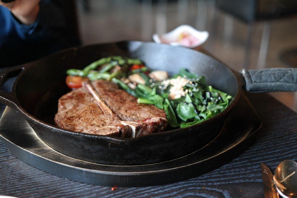 طريقة تحضير ستيك لحم في صينية بالبطاطس مع مروة الشافعي