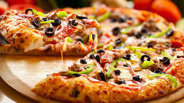طريقة عمل البيتزا بطريقة علاء الشربيني