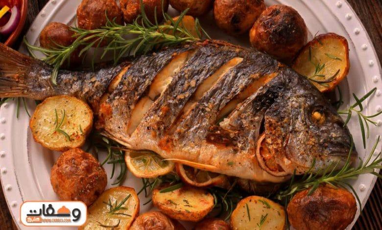 طريقة عمل سمك مشوي بـ 4 وصفات زي المحلات